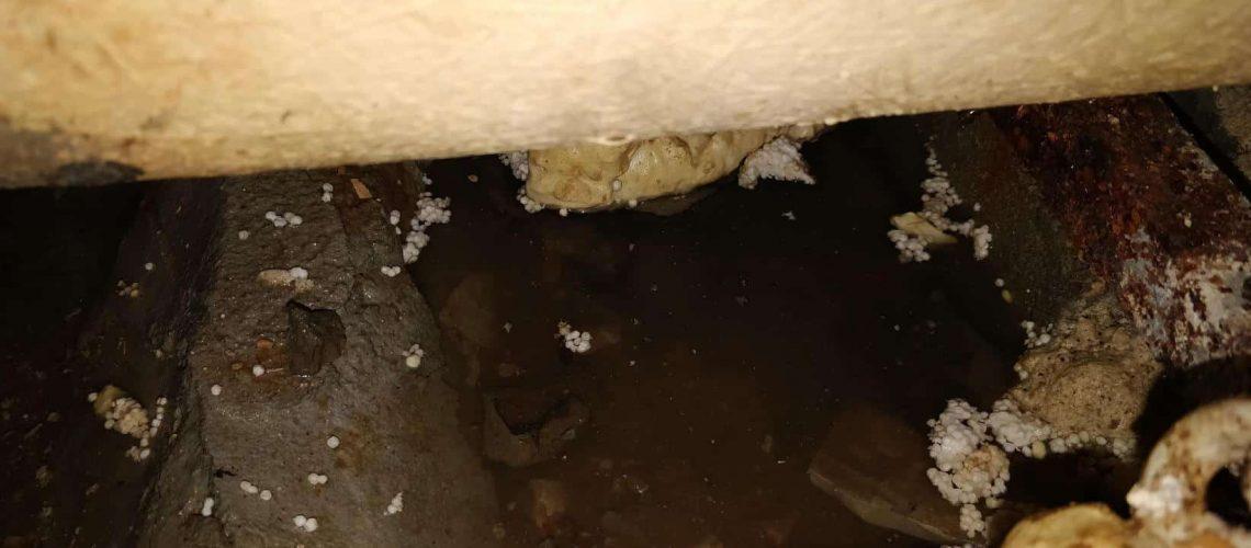 מתחת-לאמבטיה